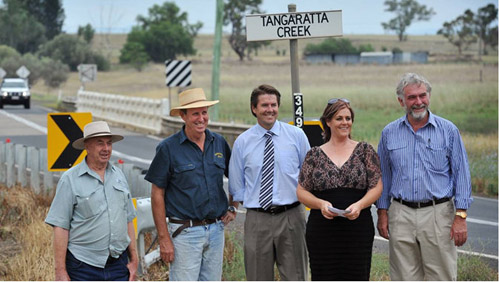 Tangaratta Bridge users Ray Hambrook and Bede Burke, Tamworth MP Kevin Anderson, Nicole Byrne and Tamworth Deputy Mayor Russell Webb