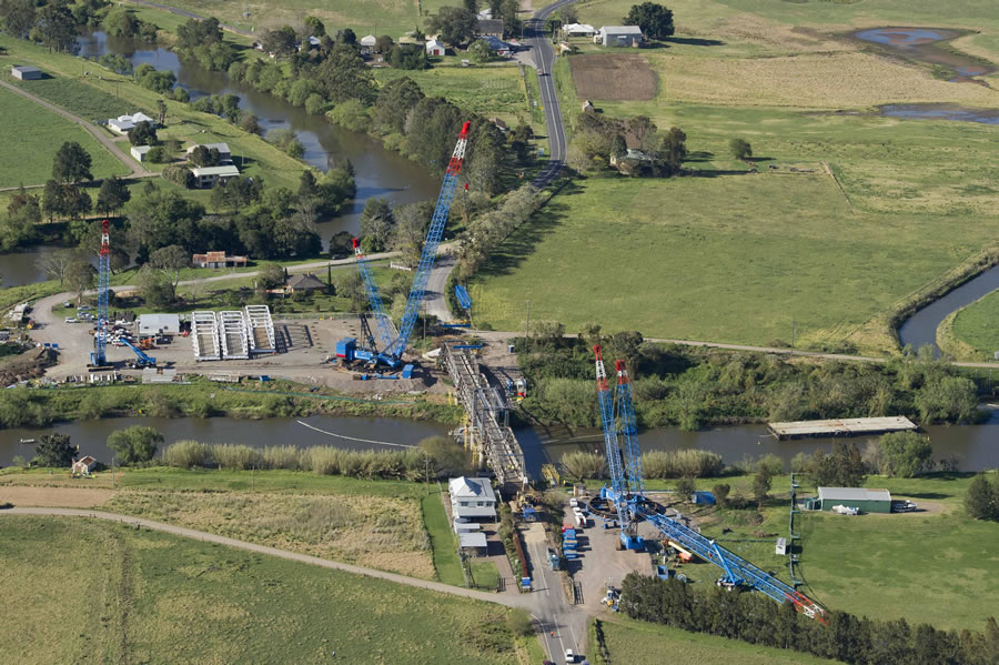 Aerial image of cranes and barge used in the project (Sep 2012)
