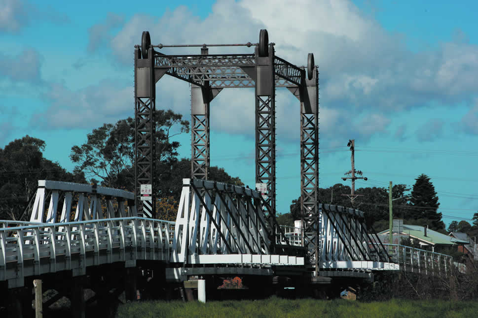Hinton Bridge, Paterson River, showing the vertical lifting mechanism to open the bridge.