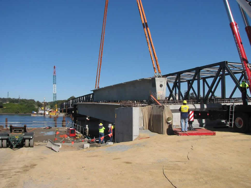 Tourle Street bridge - first span of girders erected using 450 ton mobile crane (May 2008)