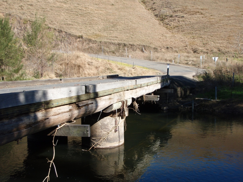 Former Leslies Bridge, Manning River, Gloucester Shire [Oct 2008]
