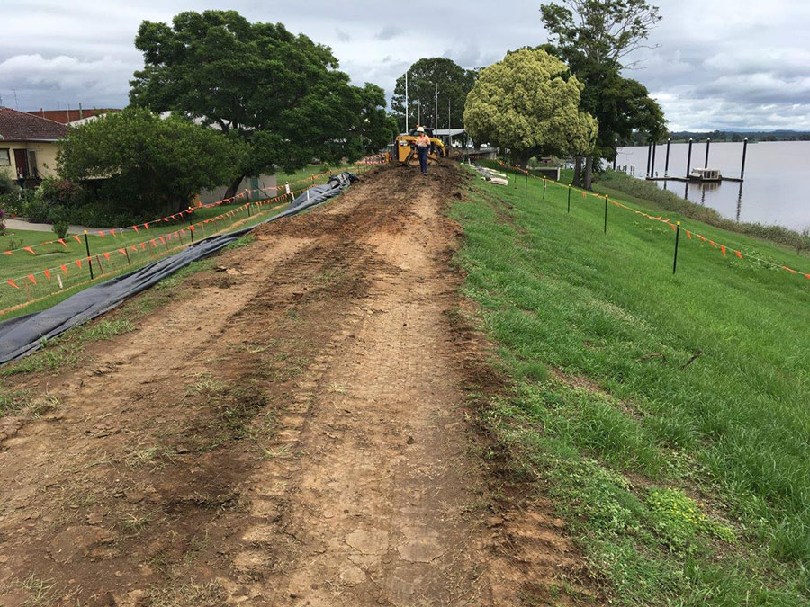 Work to raise the levee wall in South Grafton (April 2017)