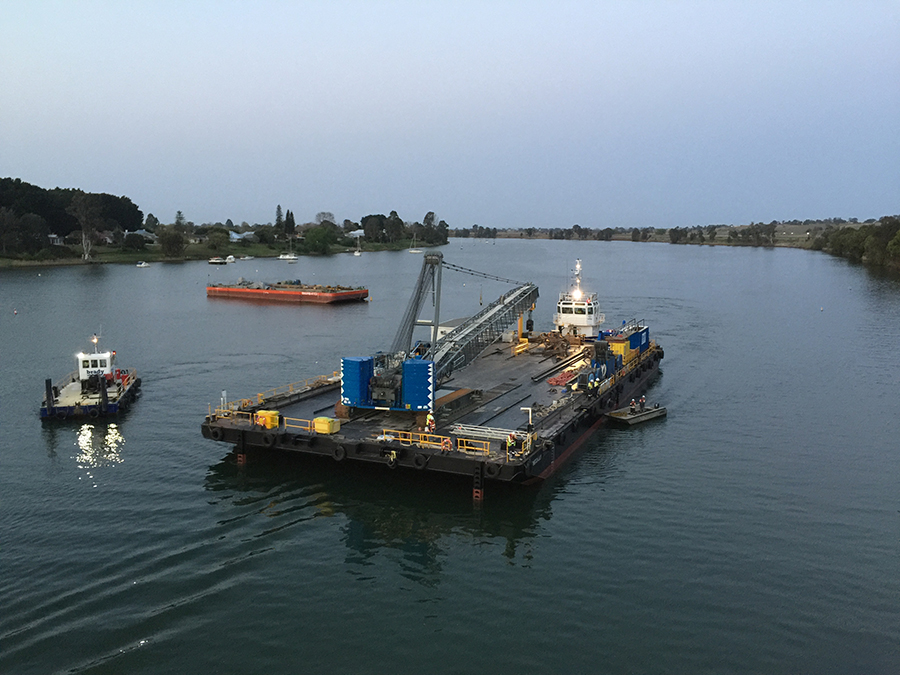 Tugboats return the Rebecca Lily barge to Grafton (September 2018)