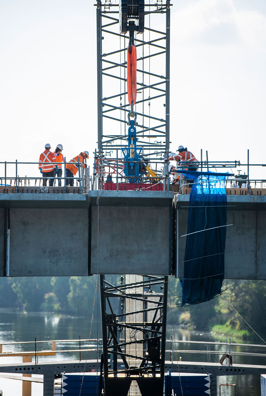New Grafton Bridge project, installation of final segment for span three (March 2019)