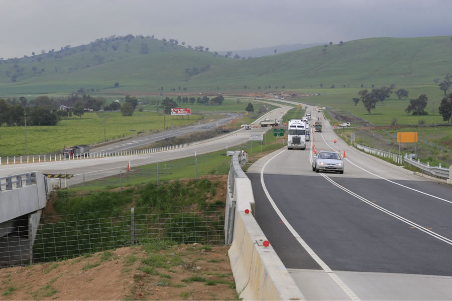 Coolac Bypass on the Hume Highway. Completed. Taken on the day before the opening. [Aug 2009]