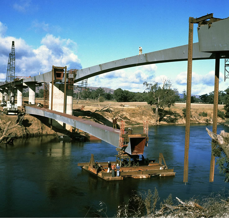 Manoeuvring the centre span, during construction of the Sheahan Bridge over the Murrumbidgee River a