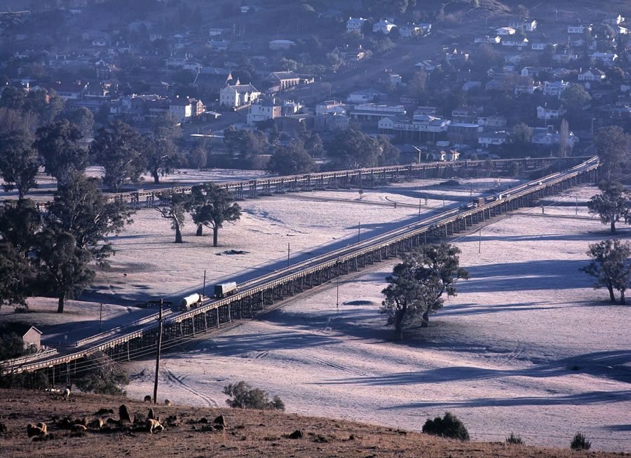 Prior to the concrete bridge in 1977 traffic acrossed the Murrumbidgee River flood plain at Gundaga