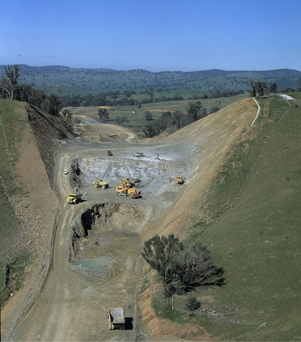 Tumblong Deviation. Aerial, south of Gundagai SH2. Hume Highway [Aug 1981]