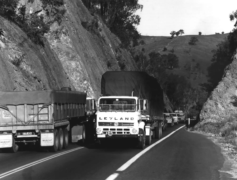 Trucks and congested traffic 5km south of Tumblong [Aug 1982]