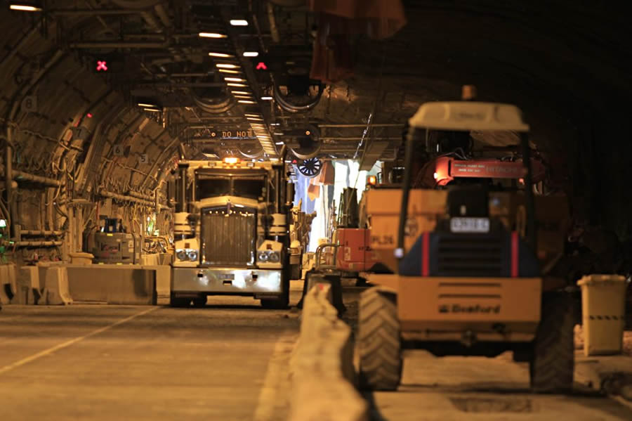 Completing excavation work in the citybound tunnel [Mar 2012]