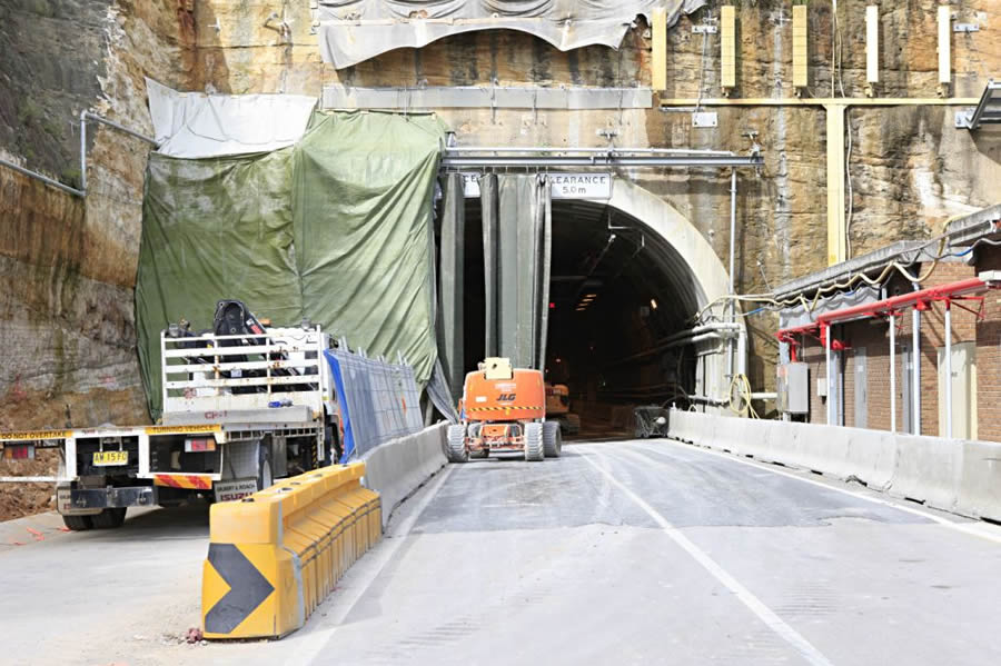 Western portal of the city bound tunnel [Mar 2012]