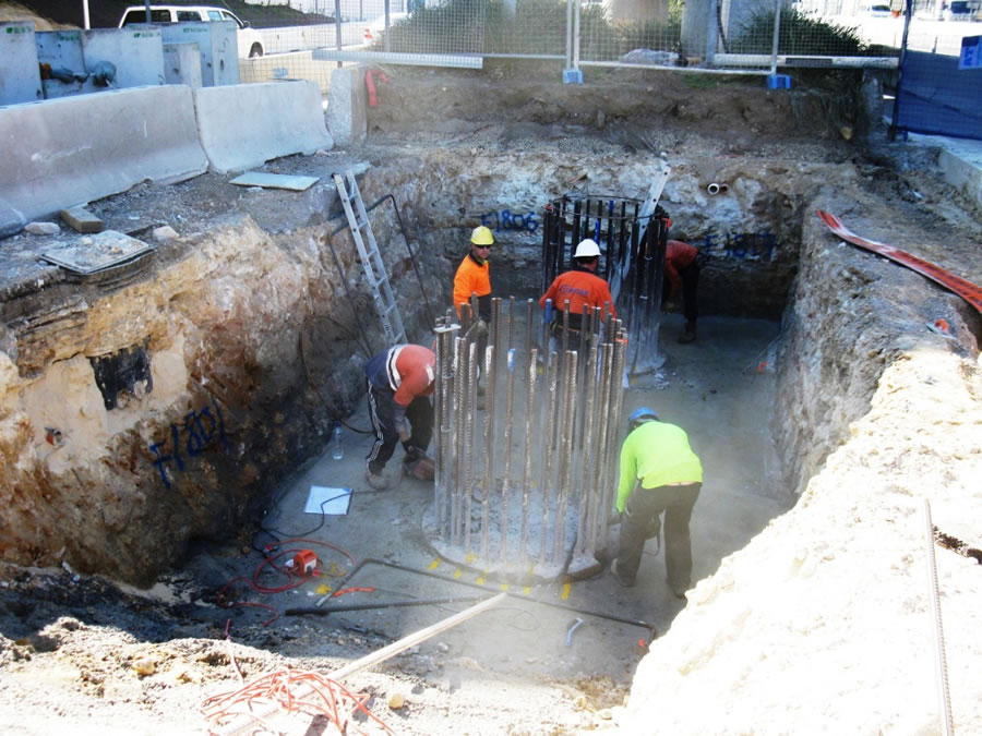 Construction of piled foundations for new TfNSW rail bridge [Sep 2012]