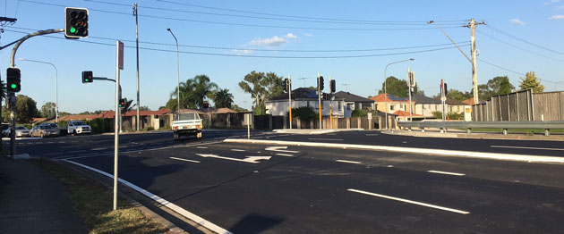 Intersection Luxford Road and Rooty Hill Road North, Oakhurst
