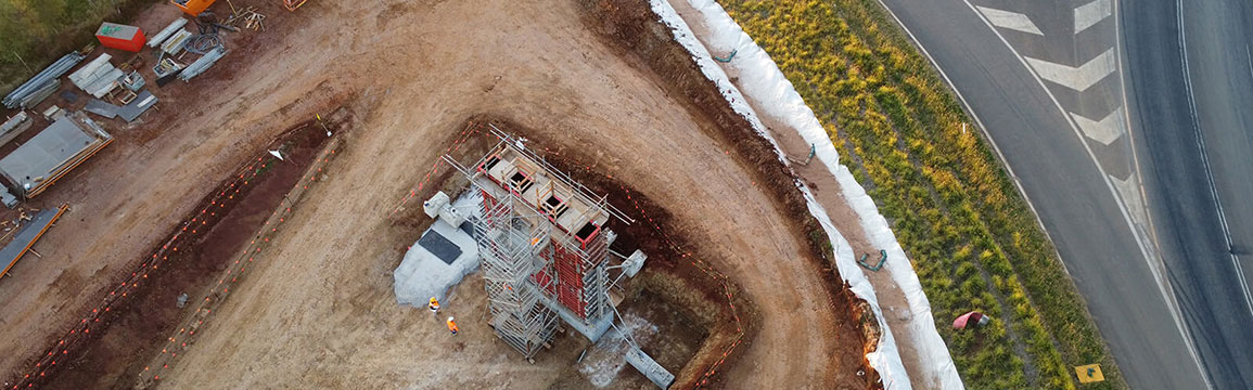 Truck moving throught Parkes