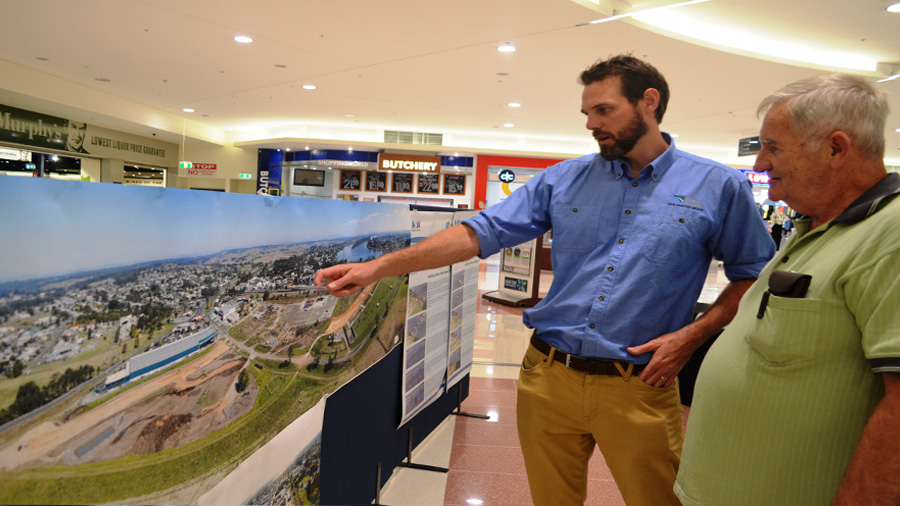 Grafton resident John Perrett speaks with a project team member during an information session (Oct