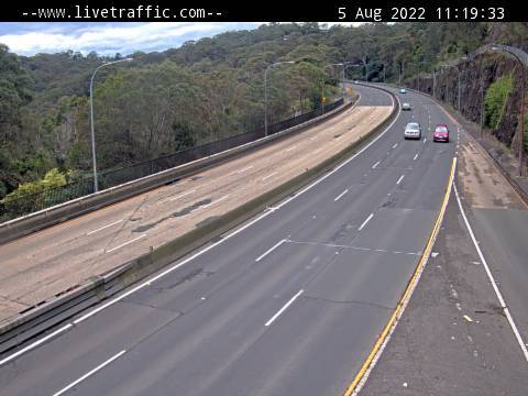 Webcam at Warringah Road at Healey Way Forestville